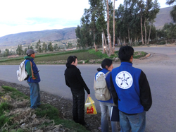 volunteers waiting the car gor return to the home