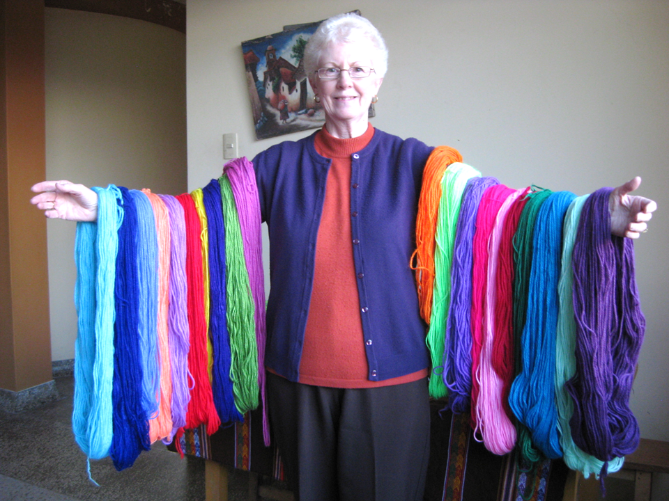 Cicely before the lesson for the children, she teach to do a nice scarf
