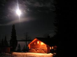 Blockhaus bei Nacht