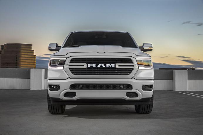 ram-1500-sport-white-agt-europe.jpg