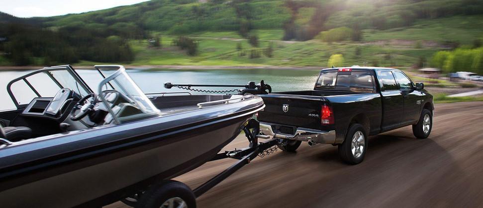 2019-Ram-1500-Classic-towing-boat-agt-eu