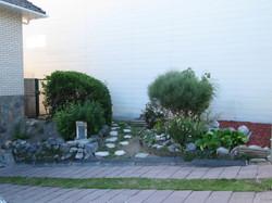 Le jardin côté entrée
