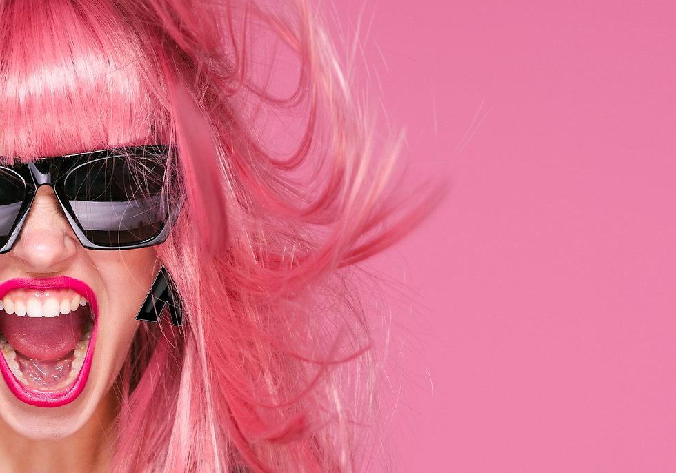 vrouw roze haar kopiëren-min.jpg