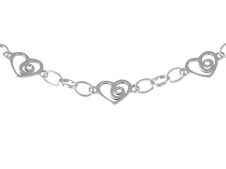 En vie Jewellery Silver Handmade Bracelet, handmade in the UK. A beautifully designed silver heart bracelet 11mm