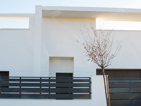 """""""Entre patios y jardines"""", una nueva vivienda Madmaq en la nueva Yecla, en Los Rosales."""
