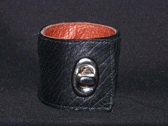 Twist Lock Cuff