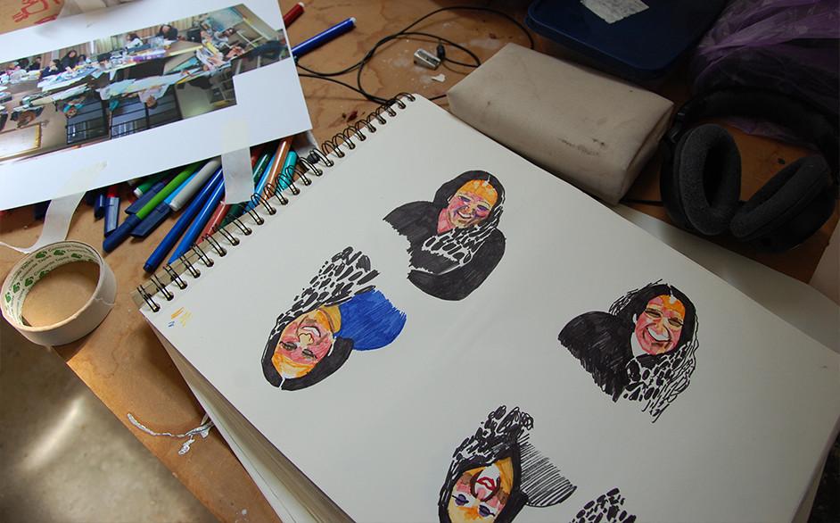 צילום: מיכל מונטג - שולחן העבודה בסטודיו של הילה שפיצר