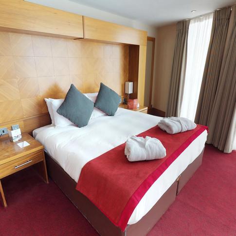 Hotels & Leisure