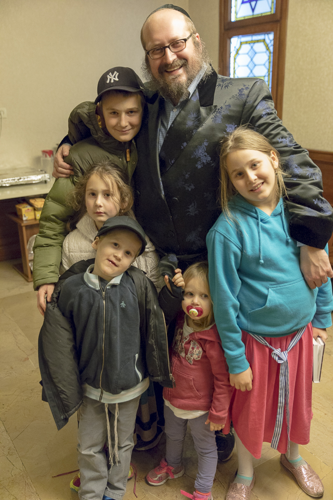 Rabbi Mendy Chitrik and his family