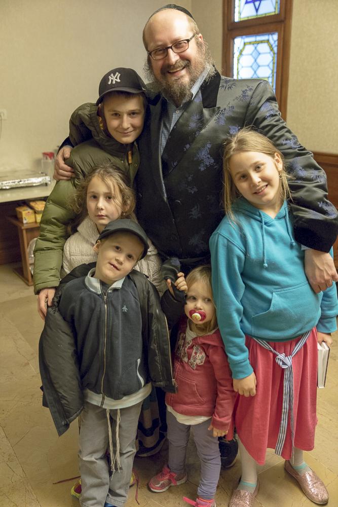 Rabbi Mendy Chitrik and his family