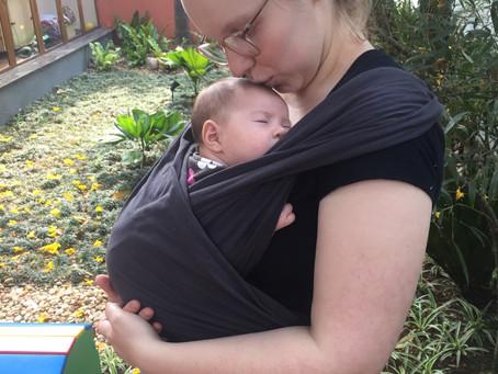 Um Wrap Sling, sem tantas voltas, que facilita a Vida da Mãe e Bebê