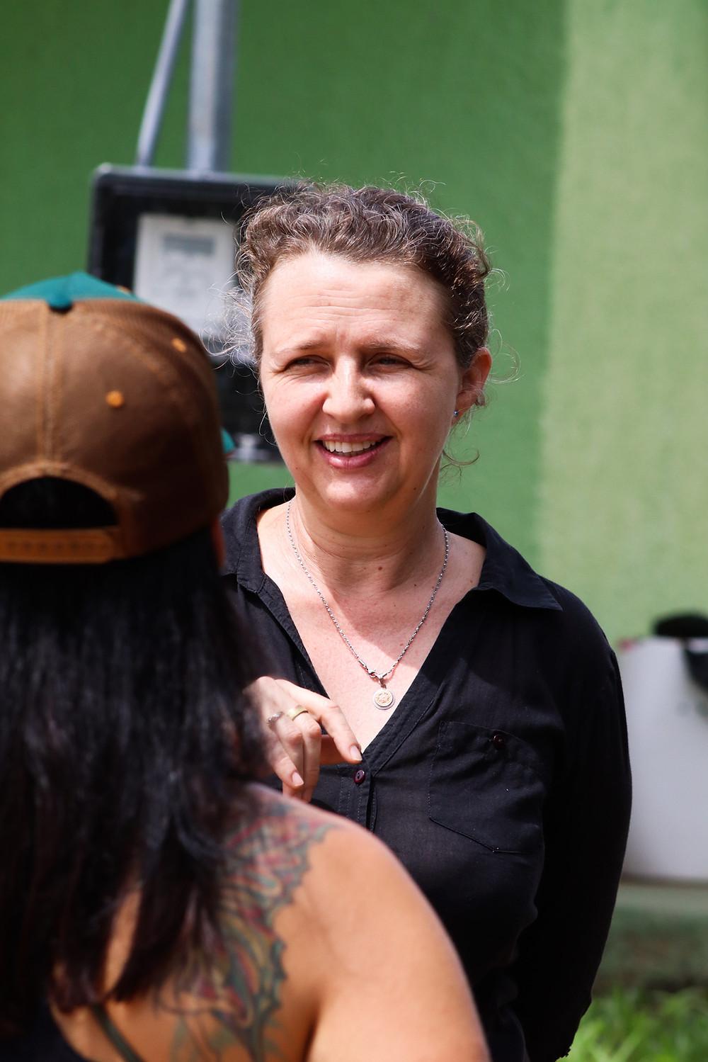 Alice conversa com a gerente do Parque Cristiane Schnepfleitner