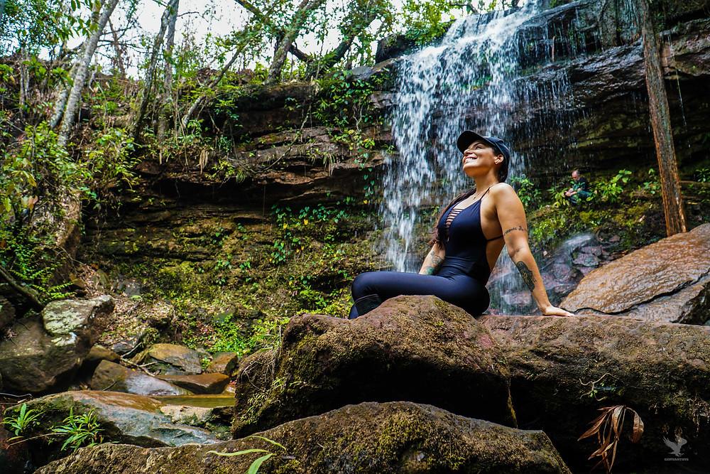GoMartins Alice Morais visita a cachoeira do relógio ou cachoeira do almíscar na chapada dos guimarães