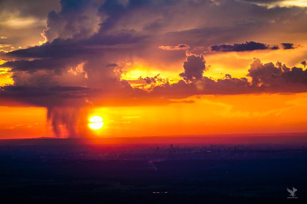 Pôr do sol chuva chapada dos guimarães  Mirante Alto do Céu