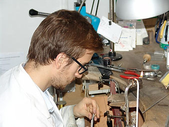 Atelier de reparation et transformation de bague et bijoux reparation de montres Bijouteries Bouju
