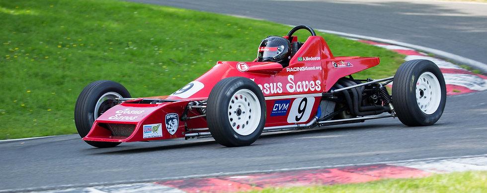 Formula Ford at Cadwell Park.jpg