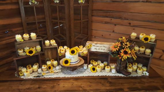 Wedding Table Cupcakes