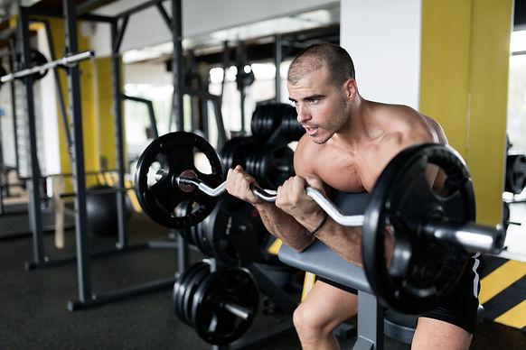 athlete-muscular-bodybuilder-in-gym-trai