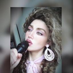 16h Entrevista com Mah Mooni, cantora iraniana