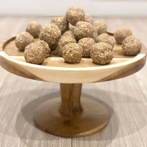 Cinnamon donut protein balls.jpg