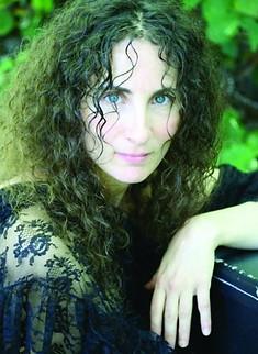 Singer Jen Ambrose