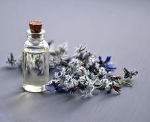 cosmetic-oil-3164684_1920_edited.jpg