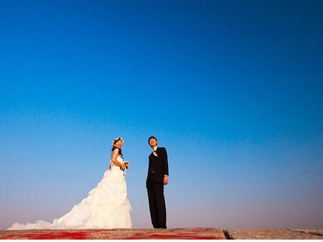 結婚式の写真を撮る