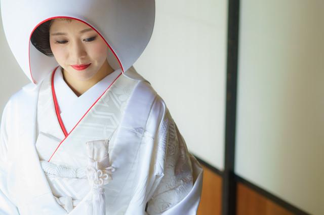白無垢 赤のワンポイントの綿帽子