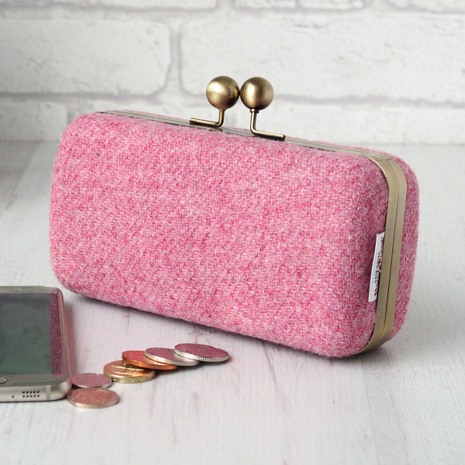 Clamshell Clutch