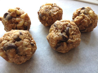 CHOCOLATE PROTEIN PEANUT BUTTER BALLS