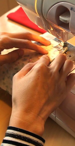 sewing-machine-606435_1920_edited.jpg