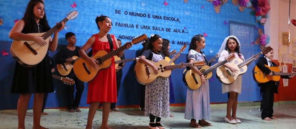 """Creche Abelhinha encerra programação do """"Escola da Família"""" em Holambra"""