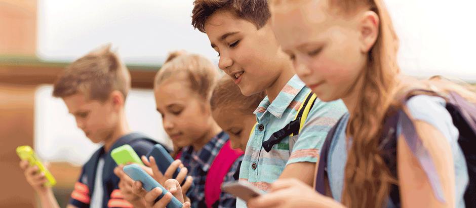 Especialista orienta pais de Holambra sobre como não tornar o celular um vício paras crianças