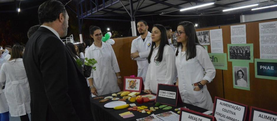 Feira de Nutrição celebra 80 anos de profissão e 15 anos do curso da UniFAJ