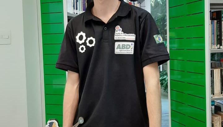 Adolescente representará Brasil no Campeonato Mundial de Robótica na França