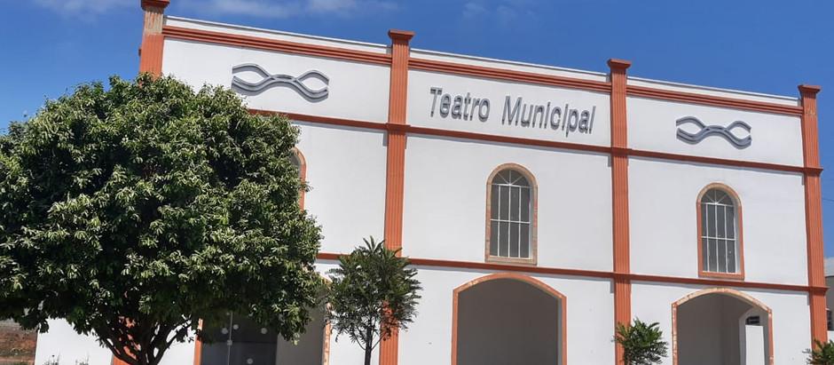 Moradores cobram abertura do teatro municipal de Holambra