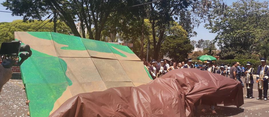 2 mil pessoas comparecem ao desfile de aniversário da cidade