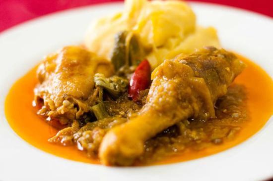 Viajando nas raízes culinárias: moamba de galinha de Angola!