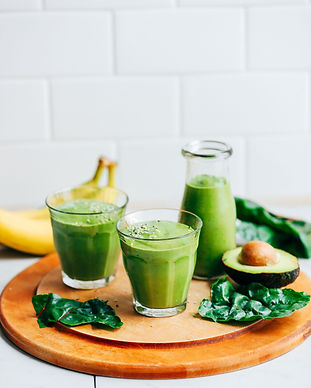 CREAMY-Avocado-Green-Smoothie-5-ingredie