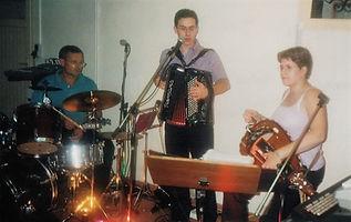 Michel ( le père ) à la batterie pour la St Bernard en 2003