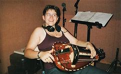 en 2004 Stéphanie au studio d' enregistrement