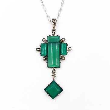 This little 1930's Art Deco Chalcedony &