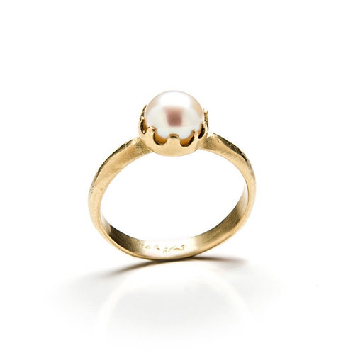 Classic Yellow Gold Pearl Ring