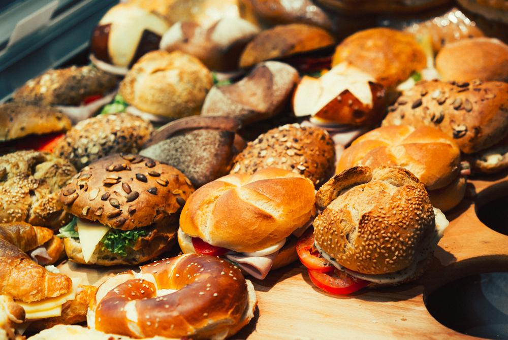 Snacks und belegte Brötchen
