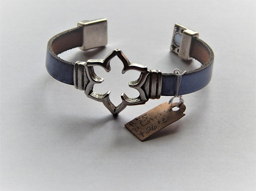 Bracelet - B55 - Blue Leather / Lotus / Magnetic Clasp - Muggie Jewelry