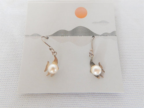 Earrings - E025 - Sterling Fish with Pearl - Classic Makings