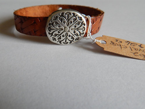 Bracelet B62 - Textured Brown Leather / Oval Clasp - Muggie Jewelry