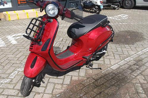Vespa Primavera Candy Red snor