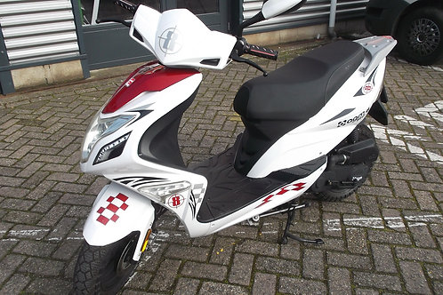 AGM R8 snorscooter