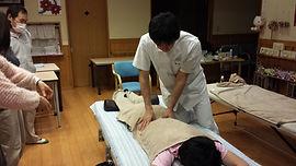 前田はりきゅう整骨院、訪問治療・マッサージ、その痛み自宅・施設にお伺いして治療します